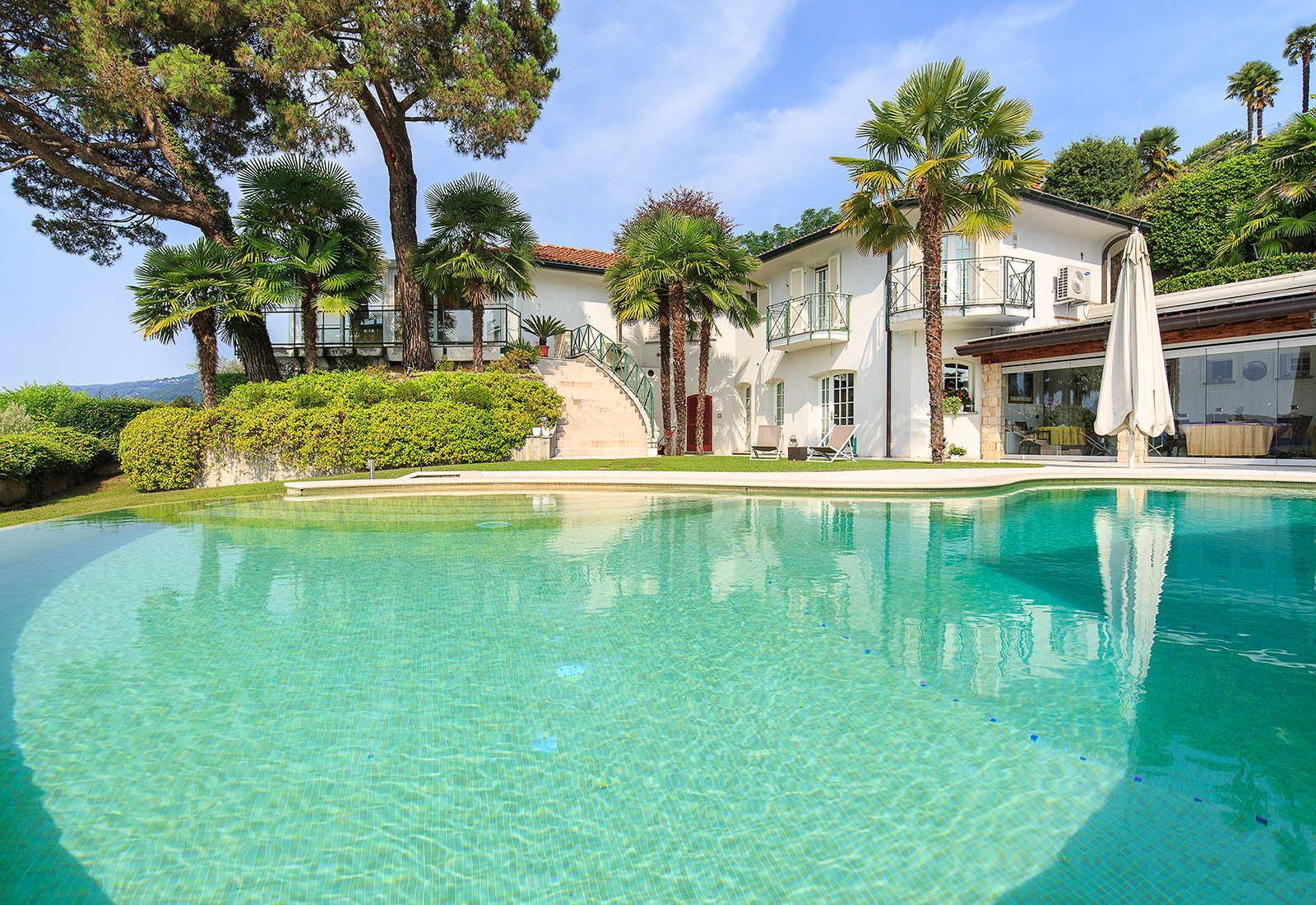 Villa di lusso fronte lago maggiore in vendita for Lago in vendita